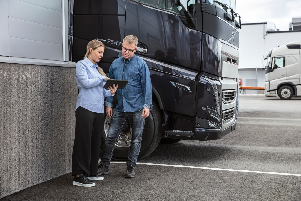Volvo trucks servicing service mechanic wheels